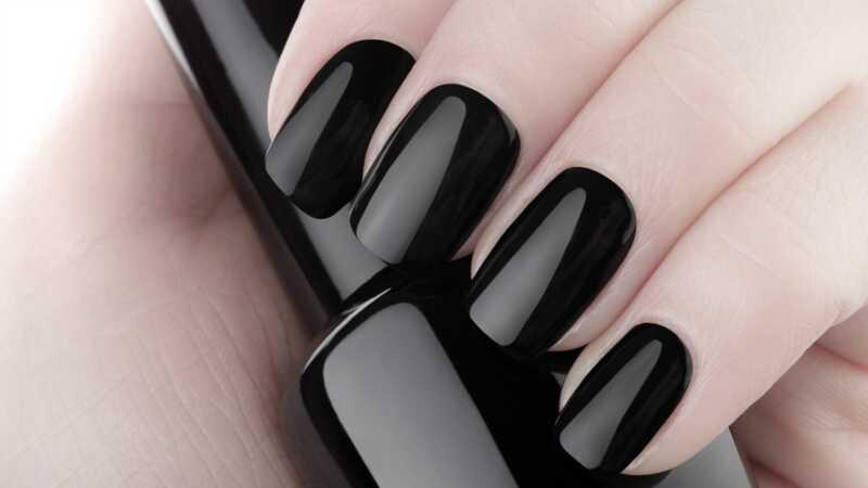 Tamsi Halloween nagų dizainas, kurį kiekvienas gali padaryti