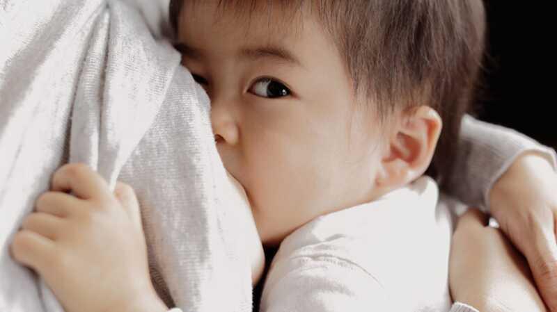Nemojte me suditi za dojenje moje petogodišnje dete