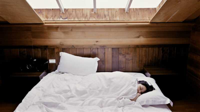 Jak si vyrobit z postele nejpohodlnější místo na zemi