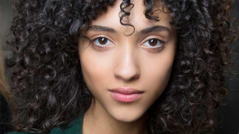 Еве токму како да се исушат кадрици за мазна коса без коса