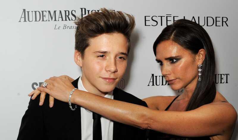 Victoria Beckham är i tårar som äldsta son Brooklyn lämnar college