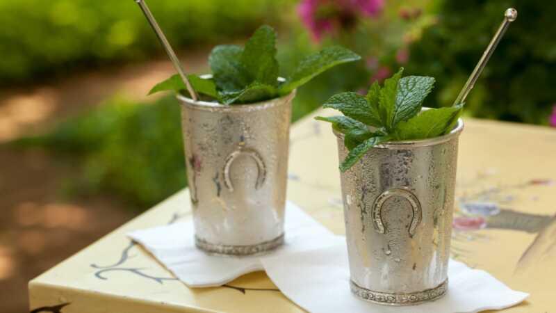 4 esenciálne jedlá a nápoje pre akýkoľvek Kentucky derby