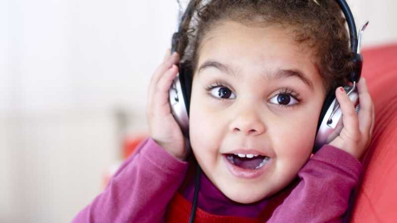 Vai jūsu bērna austiņas negatīvi ietekmē viņu dzirdi?