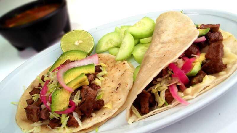 Медленная плита Carne Asada примет taco tuesdays на новый уровень