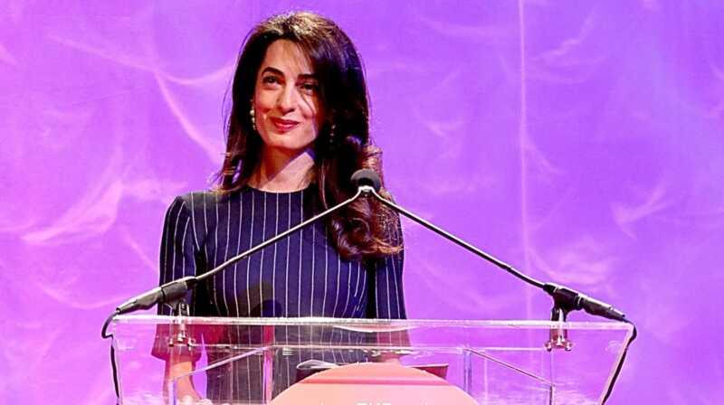 Amal Clooney vill att kvinnor ska stå upp för varandra