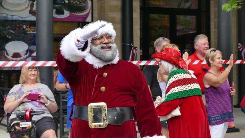 Första svarta Santa gör utseende på Mall of America