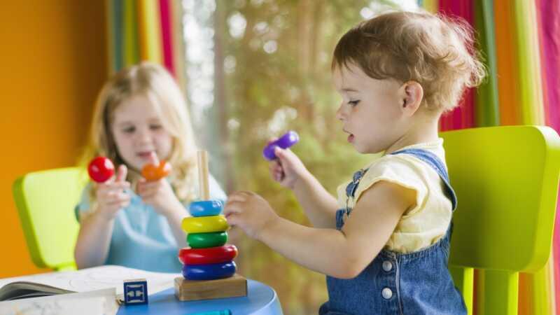 Hva er fordeler og ulemper med å forsinke barnehagen?