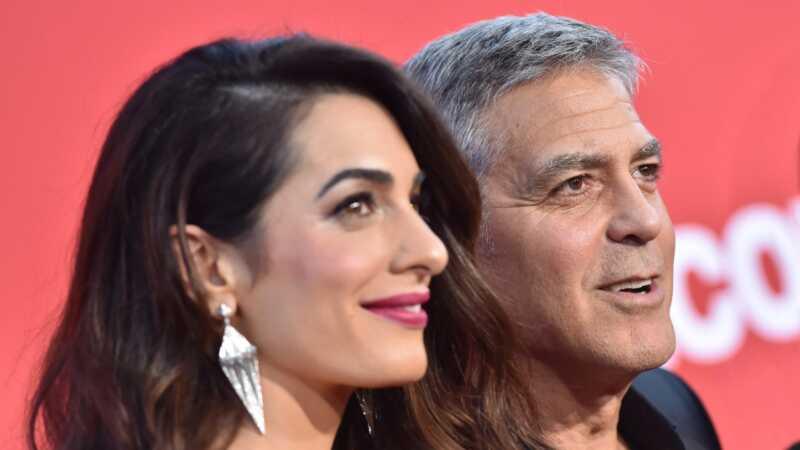 Paano George & Amal Clooney - at ang kanilang mga kambal - lumiwanag ang holiday flight