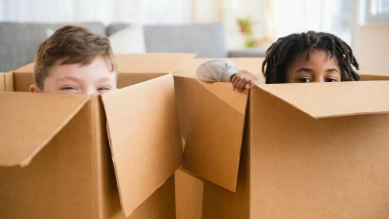 Okrenite običnu kartonsku kutiju u super kul igraonicu sa ovim lako uradite to sami