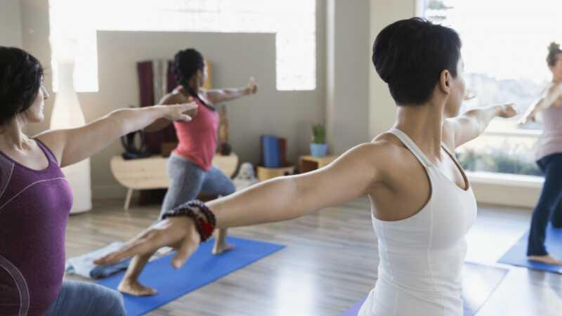 Nenechajte svoj strach z horúcej jógy vystrašiť vás pred vážnymi zdravotnými výhodami
