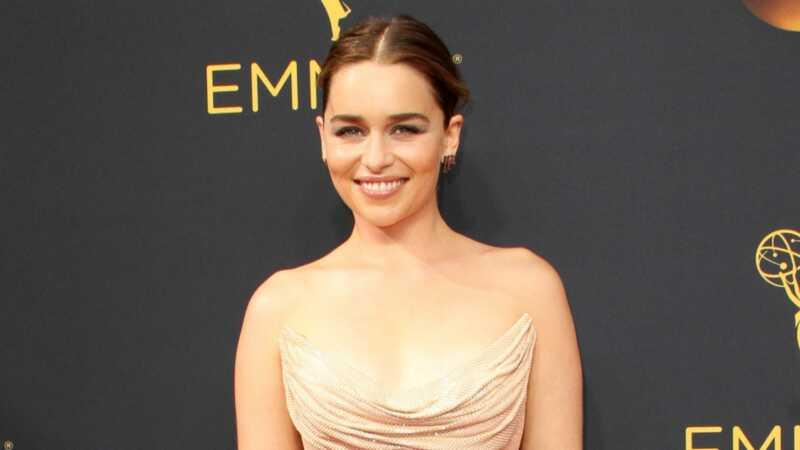 Emilia Clarke dostala člověka, který by byl schválen pro drogy