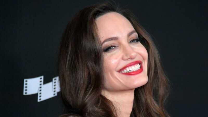 Angelina Jolie está ensinando seus filhos algumas lições de vida importantes