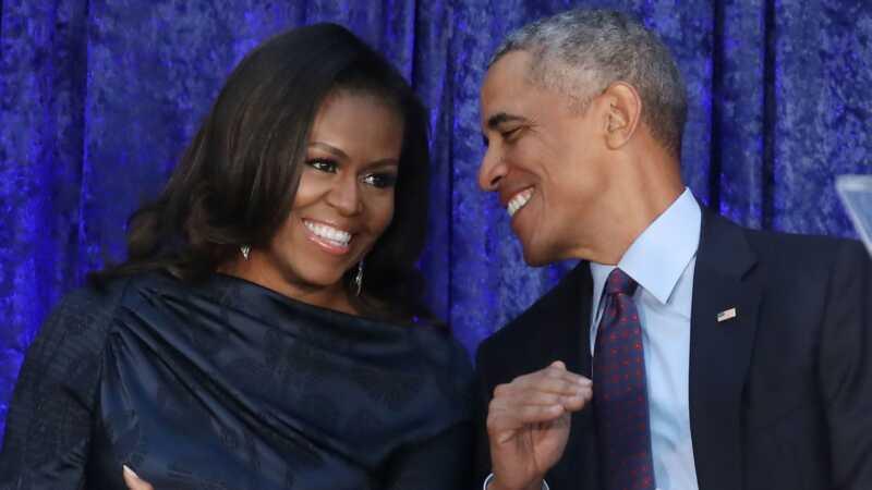 Obamas práve dostali nové portréty a sú prekrásne