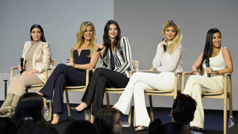 Kardashian-søstrene forventer på samme tid, fordi videnskaben