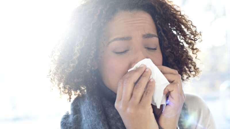 Milí tisíciletí: zůstaňte doma z práce, když jste nemocní!