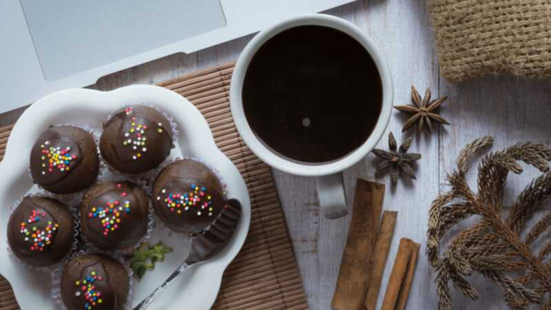 Patiin ang iyong addiction sa Starbucks sa bahay kasama ang mga 21 na mga recipe ng copycat