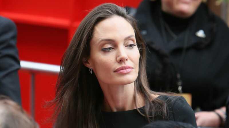 Angelina Džoli dobila je ogromnu, bolnu tetovažu vezivši je Bredu Pittu