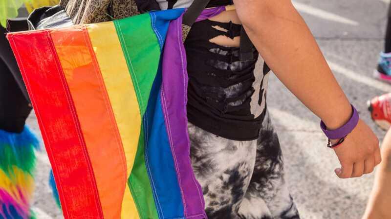 Mor stämmer med transgender dotter för övergången