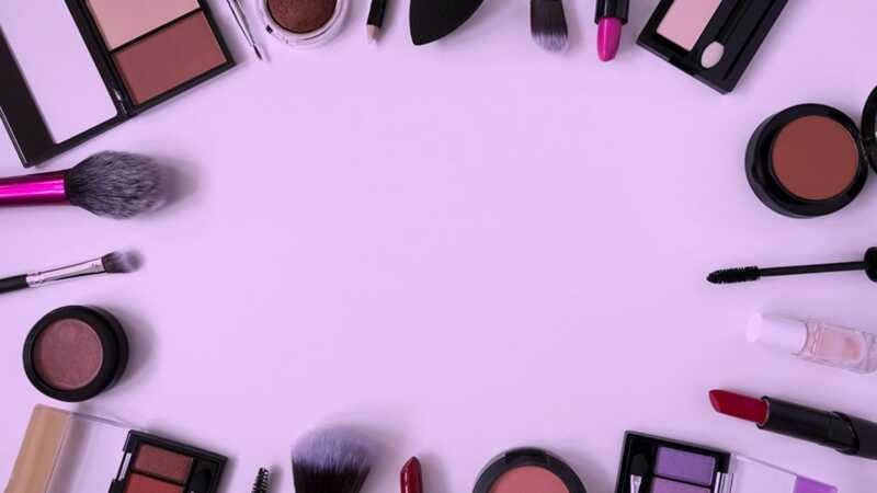 15 madingų ir prieinamų kosmetikos prekių ženklų, apie kuriuos nežinote