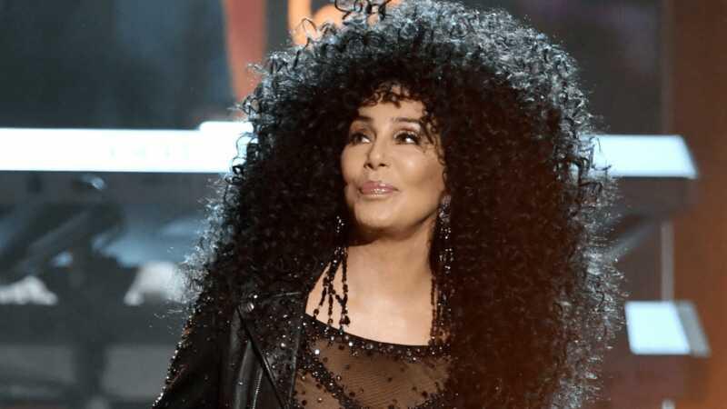 Cher plāno savās mājās ievietot jaunus nelegālos imigrantus
