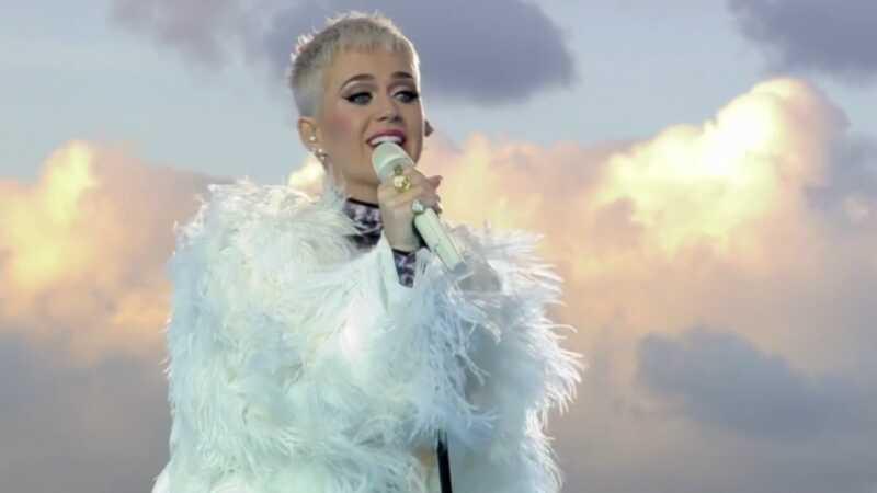 Katy Perry está disculpándose mucho, incluso Taylor rápidamente