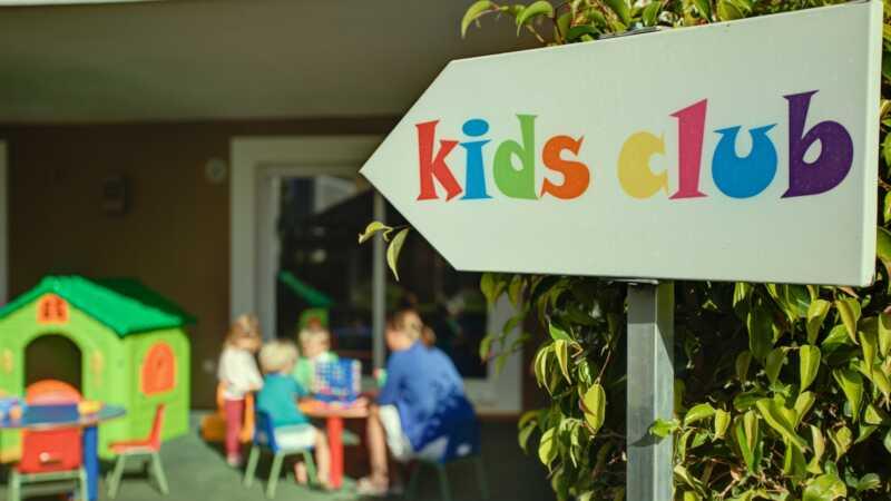 Atpūtas bērnu klubi padara mūs par labākiem vecākiem