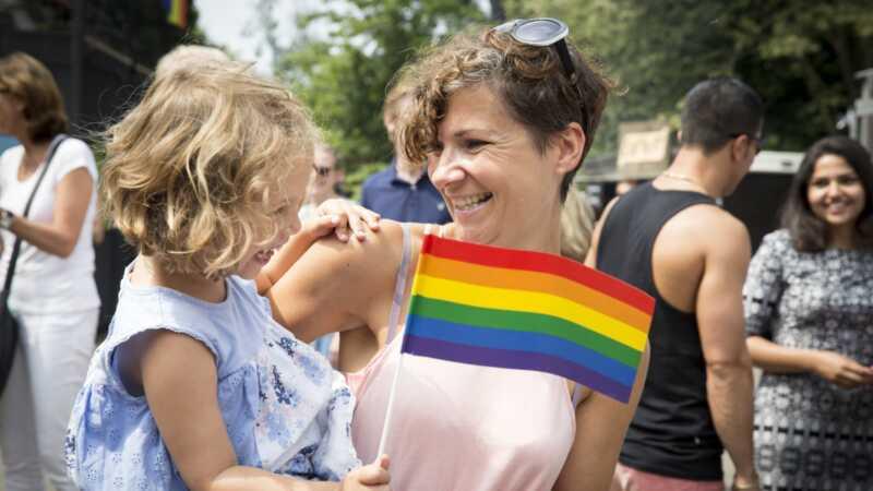 Hvordan barnet ditt kan være en LGBTQ aktivist