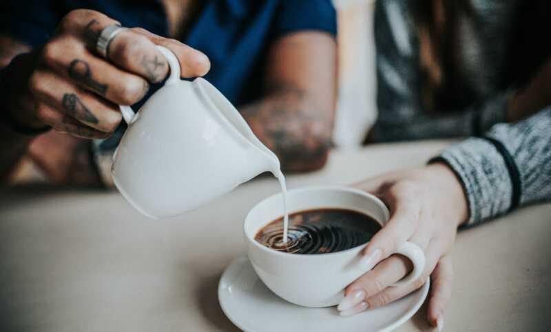 11 egészséges kávéfehérítő helyettesíti, ami megtöri a cukros tejet