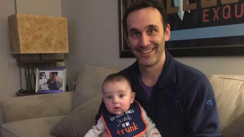 Taip, vieni vyrai naudojasi IVF ir surrogais, kad taptų tėvais