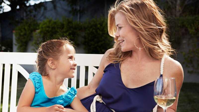 Alison sweeney: ako dostanem svoje deti, aby pomohli v kuchyni
