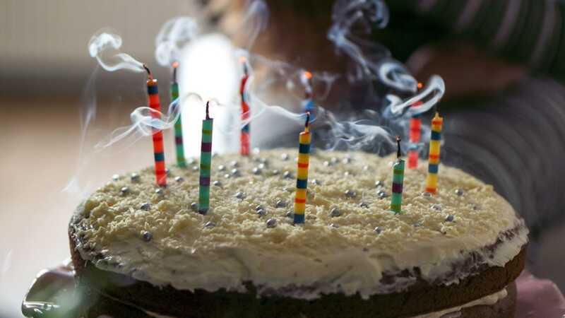 Ispuštanje sveća na rođendansku tortu je isto toliko brzo koliko mislite da jeste