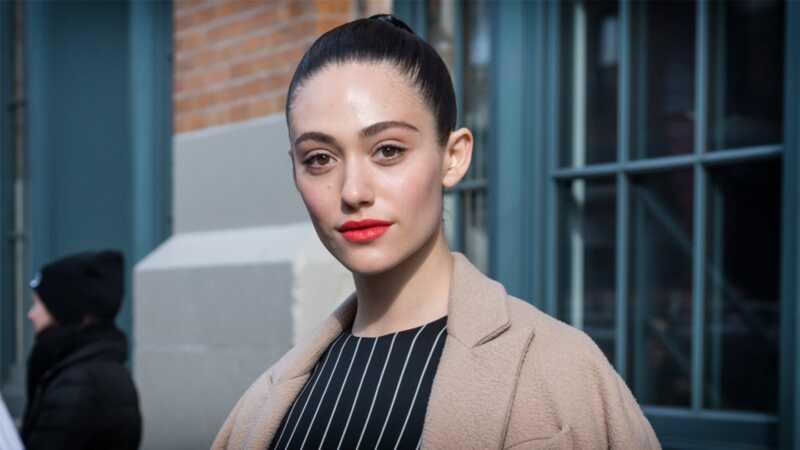 Emmi Rossum piše dodirivajući Facebook post poštujući njenu majku