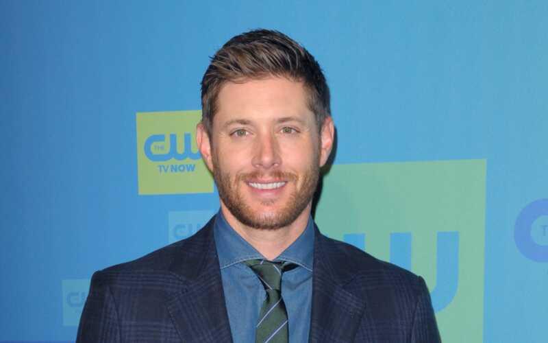 Toți oamenii ar trebui să se străduiască să fie Jensen Ackles în această imagine