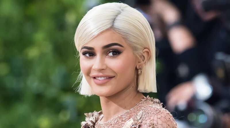 Trudnica Kylie Jenner i njeno stablo od 20 stopa stižu uzbuđenje