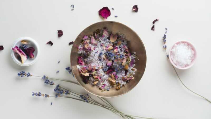 Daryk tai patys, eukalipto ir vanilės vonios druskos suteikia puikias atostogų dovanas