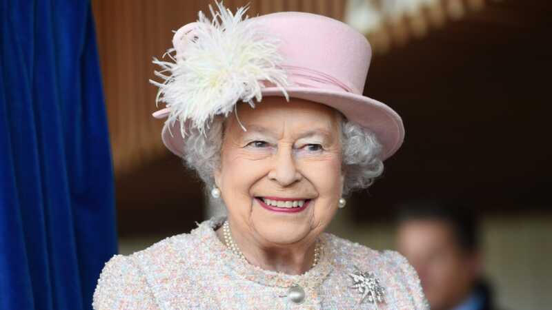 Pozivanje svih profesionalnih savjetnika za grudi: kraljica zapošljava