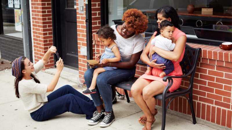 Вашето атмосфера привлича племето ви: къде да намерите приятели на мама