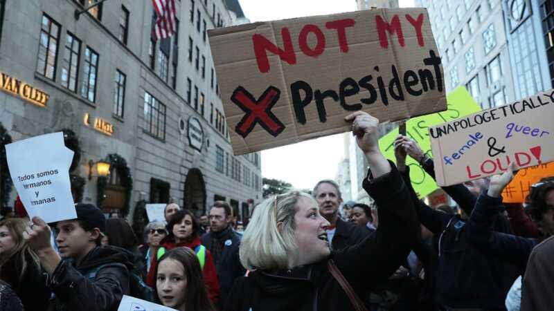 Prizorišča z današnjih protihravnih protestov po vsej državi