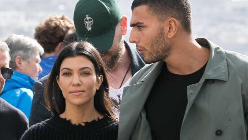 Kourtney kardashian beidzot pievēršas grūtniecības baumām