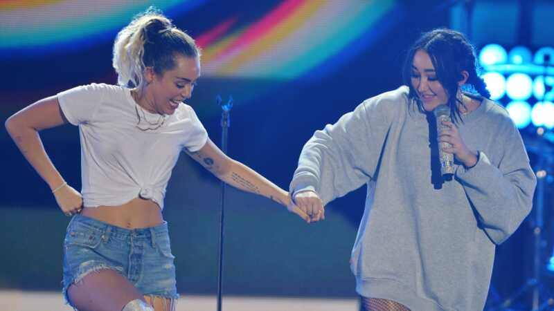 Miley Cyrus je nervózní pro svou sestru Noah, aby se připojila ke slávě