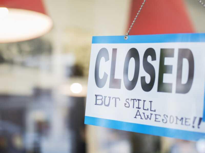 35 trgovin je zaprto zahvaljujoč, tako da lahko preživite počitnice doma
