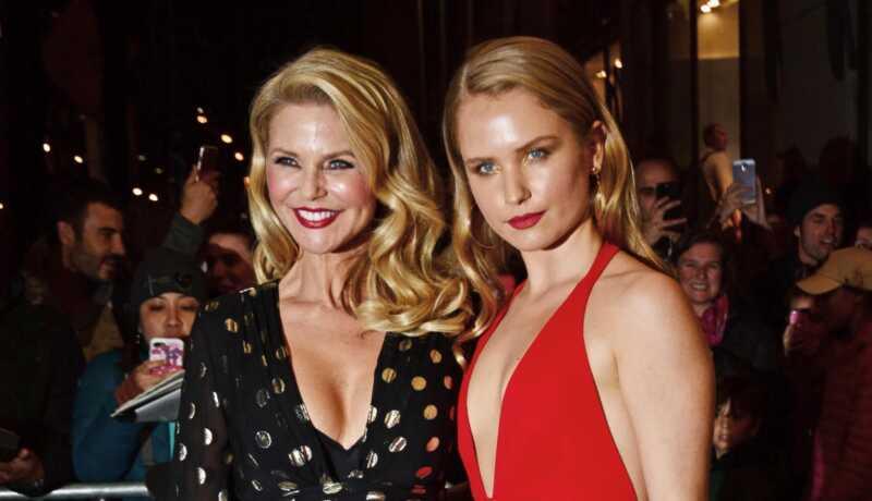 Christie Brinkley överraskar dotter sailor med stora modellering nyheter