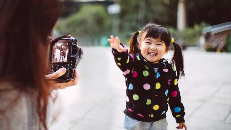 5 trikova za dobijanje beba i maloletnika da pogledaju kameru