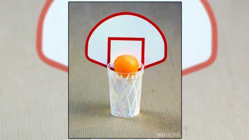 Marec šialenstvo 3-bodové jello výstrely - ošumělý basketbal-themed liečbu