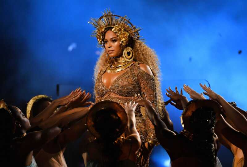 Beyoncé gali mums parodyti nėštumo šaltinius su savo drabužių spinta