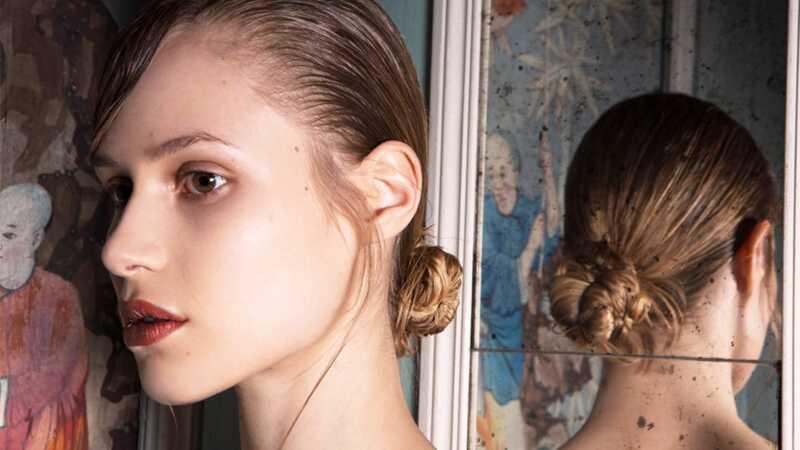 5 nuostabiai paprastos (ir labai gražios) updos ilgosioms plaukams