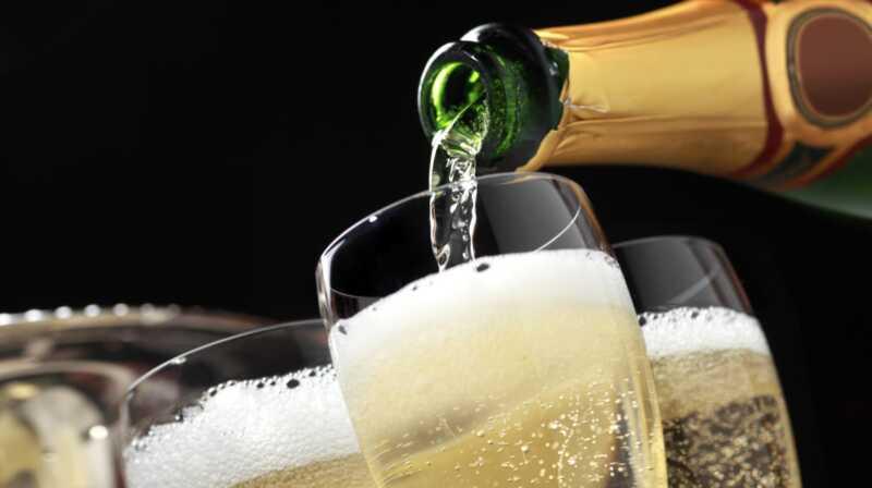 Kaip atverti šampano buteliuką su Grace ir aplomb