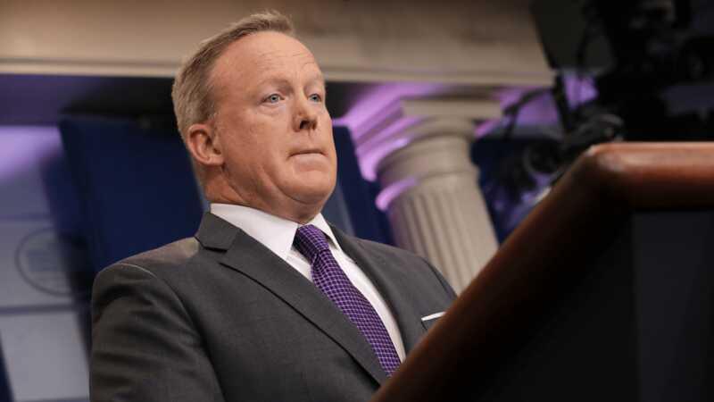 Celebritățile tweet la ce ne gândim cu toții la demisia lui Sean Spicer