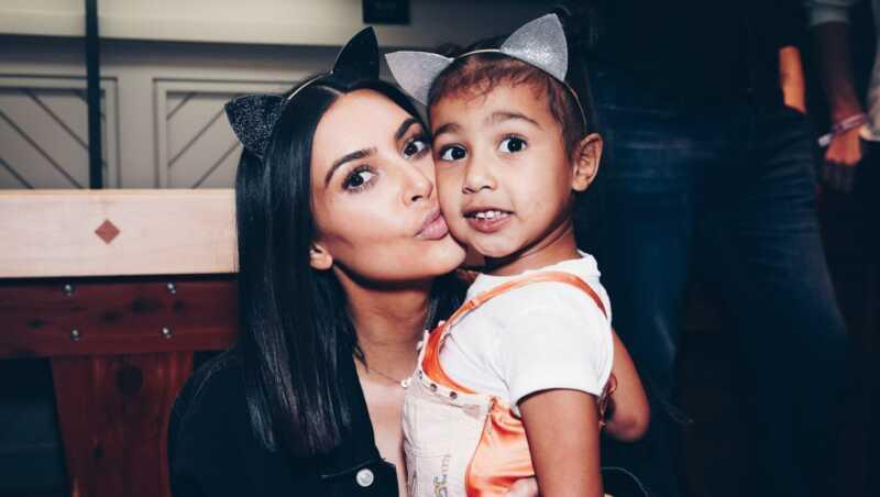 Kim Kardašianas vakaras šmeištas už apatinius pic savo dukrą