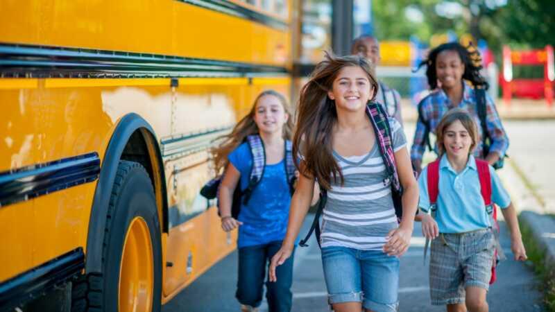 Kako pomoći svojoj djeci neprimjetno prelazak natrag u školu nakon ljetne pauze